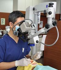 マイクロスープ(手術用顕微鏡)を用いた歯の神経治療(根管治療)